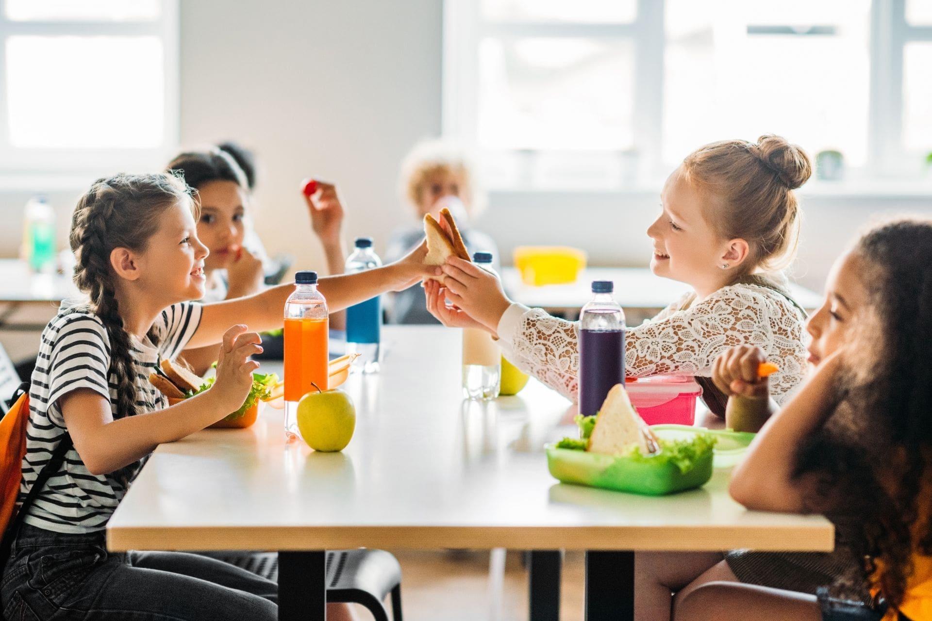 ruido en el comedor escolar_niños
